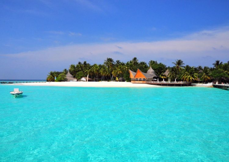 How to Save Up to 50% off Your Maldives Vacation